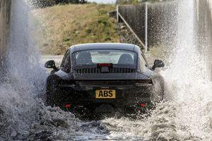 Porsche thử thách xe 911 mới như thế nào trước ngày ra mắt?