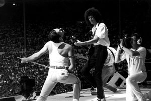 Queen đã biến sân khấu Live Aid thành huyền thoại như thế nào?