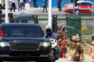Đáp trả Tổng thống Trump, Chủ tịch Tập đích thân 'mê hoặc' quốc tế với xe Hồng Kỳ?