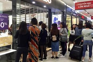 Chen chúc mua sắm ngày Black Friday: Đi háo hức về hậm hực