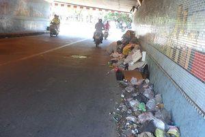 Khiếp với rác bẩn ở dạ cầu Kiệu