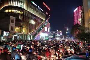 Hà Nội, Sài Gòn ùn tắc trong tối Black Friday
