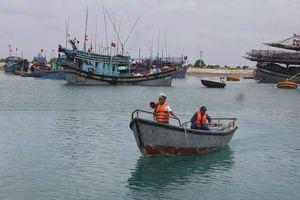 Đưa hàng trăm ngư dân vào tránh bão an toàn tại huyện đảo Trường Sa