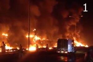 Nóng trên mạng xã hội: Xe bồn mất lái gây cháy lan kinh hoàng, nhiều người chết