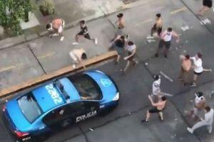 Cổ động viên Argentina lại làm loạn, tấn công cảnh sát bằng súng