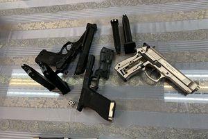 Bị bắt tại sân bay Tân Sơn Nhất vì vận chuyển 3 khẩu súng