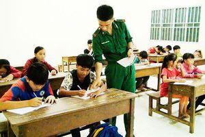 Lớp học tình thương nơi biên giới