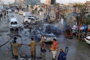 Thùng rau chứa bom phát nổ giữa chợ, 60 người thương vong