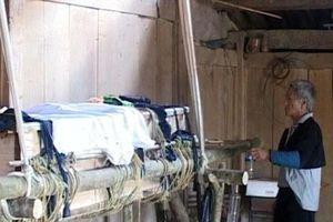 Phó BT huyện Mường Lát và cuộc 'cách mạng' đưa người chết vào... quan tài