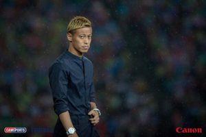 Fan Việt Nam lỡ dịp chiêm ngưỡng HLV người Nhật, Keisuke Honda trong trận gặp Campuchia