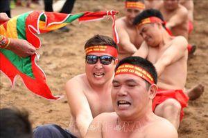 Những hình ảnh tái hiện nghi lễ 'kéo co ngồi' đền Trấn Vũ