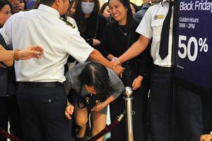Black Friday: Hàng nghìn khách chen lấn, luồn lách để mua hàng giảm giá