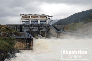 Đến tối 23-11, có 7 hồ chứa thủy lợi đang xả điều tiết lũ