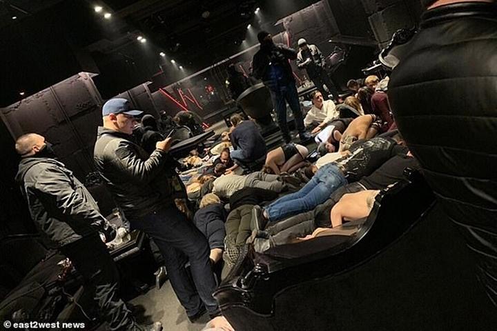 Cảnh sát Nga đột kích hộp đêm thác loạn phi pháp