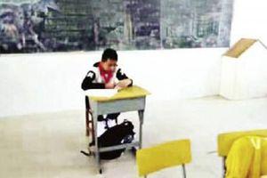 Giáo viên Trung Quốc bắt học sinh bị ung thư ngồi tách biệt