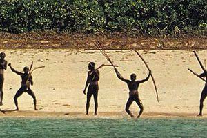 Hình ảnh bộ tộc 'thấy người lạ là giết' khiến du khách Mỹ thiệt mạng