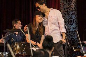 Bức ảnh Hà Anh Tuấn ôm hôn Mỹ Tâm gây xôn xao, dân mạng liên tục gọi tên Thanh Hằng