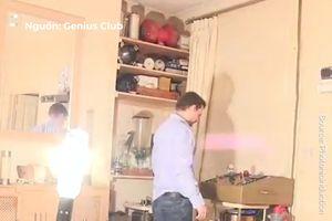 Căn nhà sáng bừng khi bật đèn điện 20.000 W