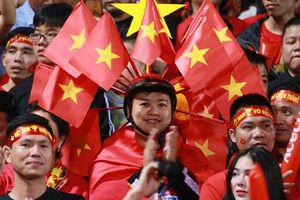 Việt Nam-Campuchia: Cổ động viên nhuộm đỏ sân vận động Hàng Đẫy
