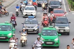Bộ GTVT đề nghị Hà Nội bỏ quy định đồng phục taxi