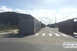 Biến đường thành bãi container