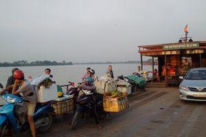 Hà Nội: Mất an toàn tại bến phà ngang sông Chương Dương