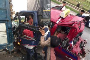 Nóng trên mạng xã hội: Hy hữu tài xế bị tông 2 lần liên tiếp trên cao tốc