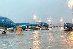 Hủy, hoãn nhiều chuyến bay vì bão số 9