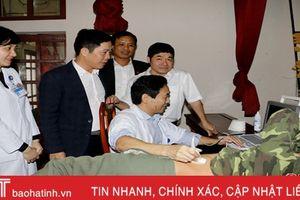 Khám, lập hồ sơ sức khỏe cho 500 đối tượng chính sách xã Đức Lạc