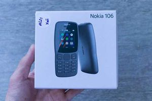 Clip: Mở hộp điện thoại Nokia giá 390.000 đồng vừa lên kệ ở Việt Nam