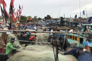 Dân Cần Giờ trú ẩn an toàn, Phú Quý ngập đường ven đảo