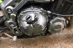 Xe máy 'nhọ': Mới mua đã vỡ lốc máy, sửa xong thì rơi xuống đèo