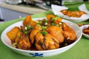 Cách làm gà kho khoai tây lạ miệng, cả nhà ai cũng thích