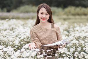 'Soi' nhan sắc thật của nữ sinh Tuyên Quang hóa thân thành 'em gái quê' trong bộ ảnh cúc họa mi gây sốt MXH
