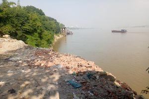 Tại Cảng Hà Nội: Ngang nhiên đổ phế thải 'bức tử' sông Hồng
