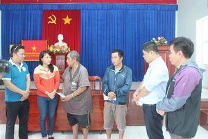 Câu lạc bộ Doanh nhân Khánh Hòa - Sài Gòn trao 200 triệu đồng cho gia đình các nạn nhân tử vong do mưa lũ