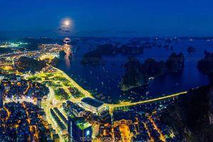 Tay máy Thành Chung và góc nhìn Hạ Long từ trên cao