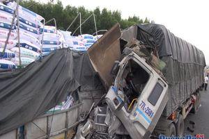 Ô tô húc nhau trên cao tốc Đà Nẵng - Quảng Ngãi làm 2 người thương vong