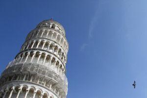 Tháp nghiêng Pisa đang...'ngày càng thẳng'