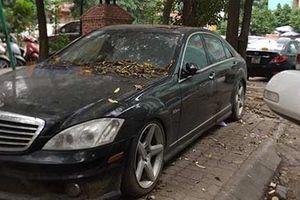 Xế sang Mercedes 10 tỷ phủ bụi trên phố Hà Nội