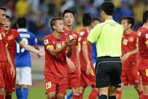 Trọng tài Trung Quốc Ma Ninh cầm còi trận Việt Nam - Campuchia