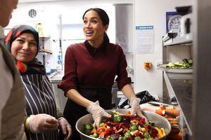 Đang mang bầu, Công nương Meghan Markle vẫn tự tay làm bếp