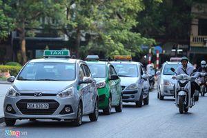Bộ GTVT đề nghị Hà Nội không quy định 'khoác đồng phục' cho taxi