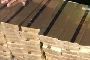 Lần theo nam thanh niên chở hàng, phát hiện kho chứa 6.500 gói thuốc lá lậu