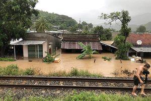 Đường sắt qua Khánh Hòa, Ninh Thuận tê liệt do ngập sâu
