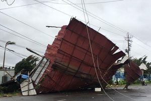 Bão số 9 đổ bộ tỉnh Bà Rịa -Vũng Tàu, gây tốc mái nhà dân, đứt dây điện