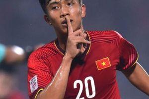 Cận cảnh pha ăn mừng kiểu Ronaldo 'cực ngầu' của Phan Văn Đức