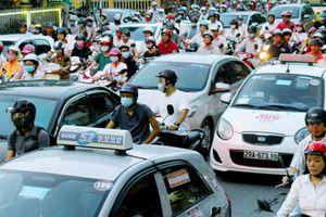 Hà Nội 'mặc đồng phục' cho 20.000 taxi, Bộ GTVT không đồng tình