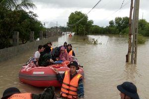 Lữ đoàn 101 huy động gần 100 cán bộ, chiến sĩ giúp dân chống lũ lụt và sạt lở đất