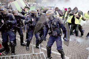 'Áo vàng' gây rối loạn Paris